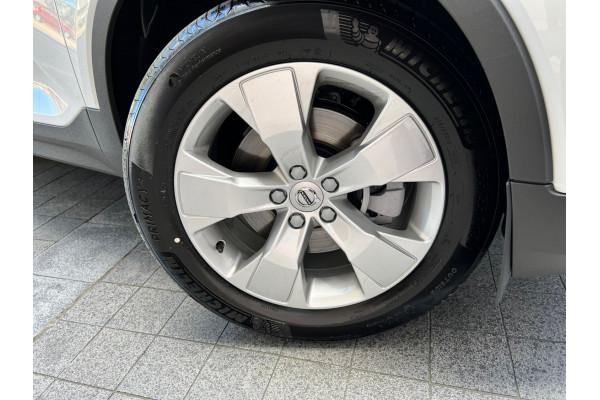 2022 Volvo XC40 T4 Momentum Suv Image 4