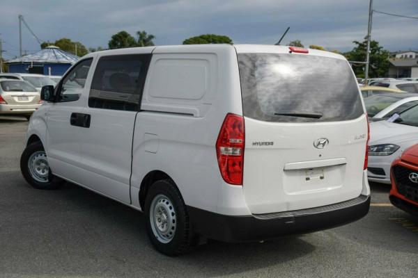 2017 Hyundai iLOAD TQ3-V Series II MY17 Crew Cab Van Image 2
