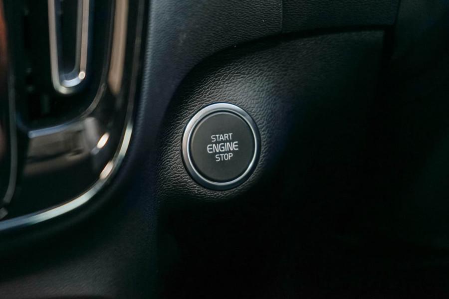 2019 Volvo XC40 XZ T5 R-Design Suv Mobile Image 14