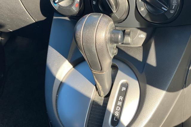 2010 Mazda 2 Neo 20 of 22