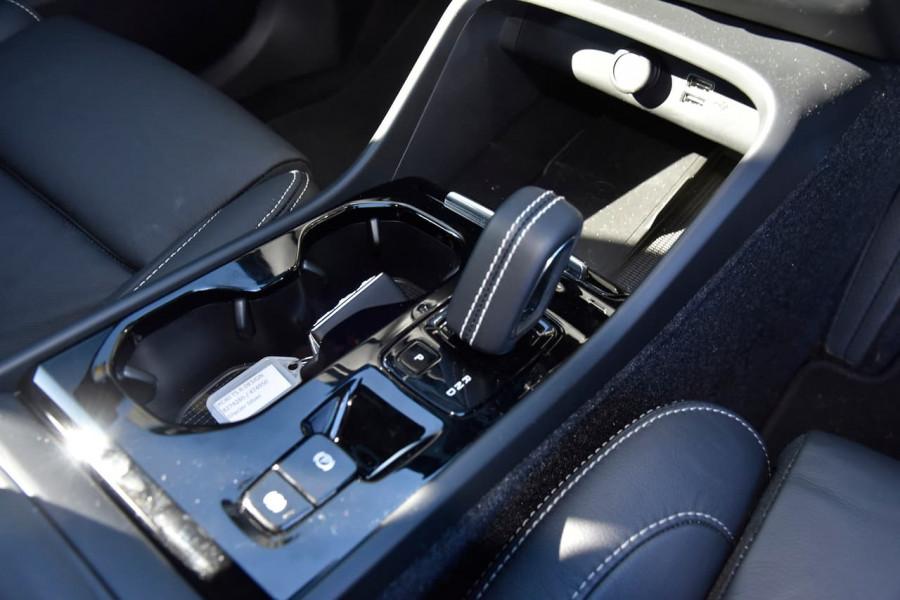 2020 Volvo XC40 XZ T5 R-Design Suv Image 16