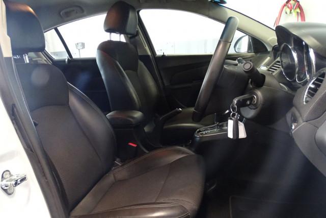 2015 Holden Cruze SRi 16 of 28