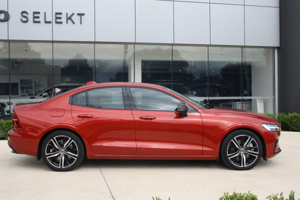 2020 Volvo S60 Z Series T8 R-Design Sedan Image 2