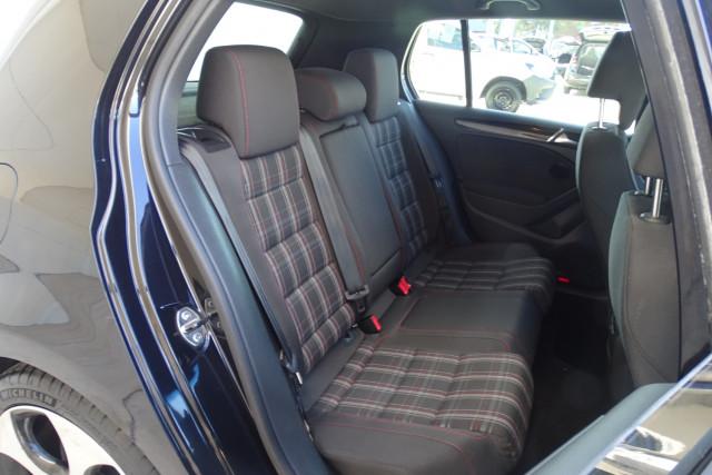 2010 Volkswagen Golf GTI 20 of 24