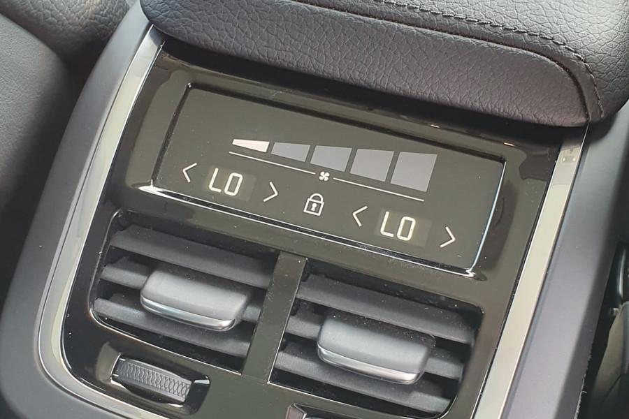2020 Volvo XC60 UZ D4 Inscription Suv Mobile Image 16