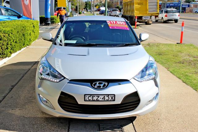 2012 Hyundai Veloster FS Hatchback Image 3