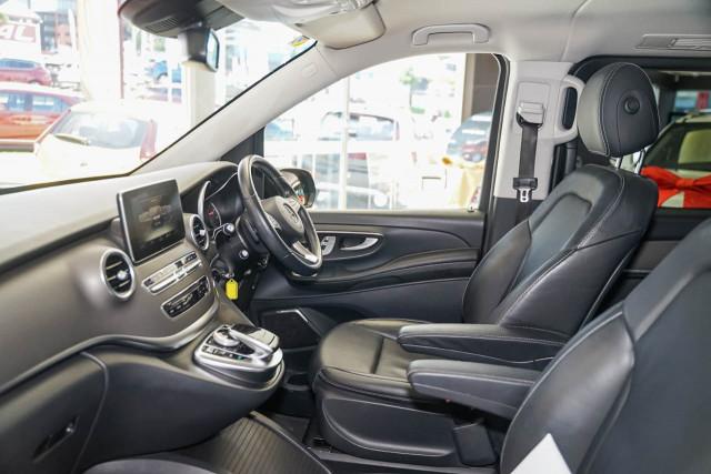 2017 Mercedes-Benz V-class 447 V250 d Avantgarde Wagon Image 17