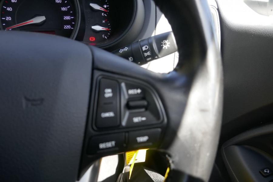 2014 Kia Rio UB SE Hatchback