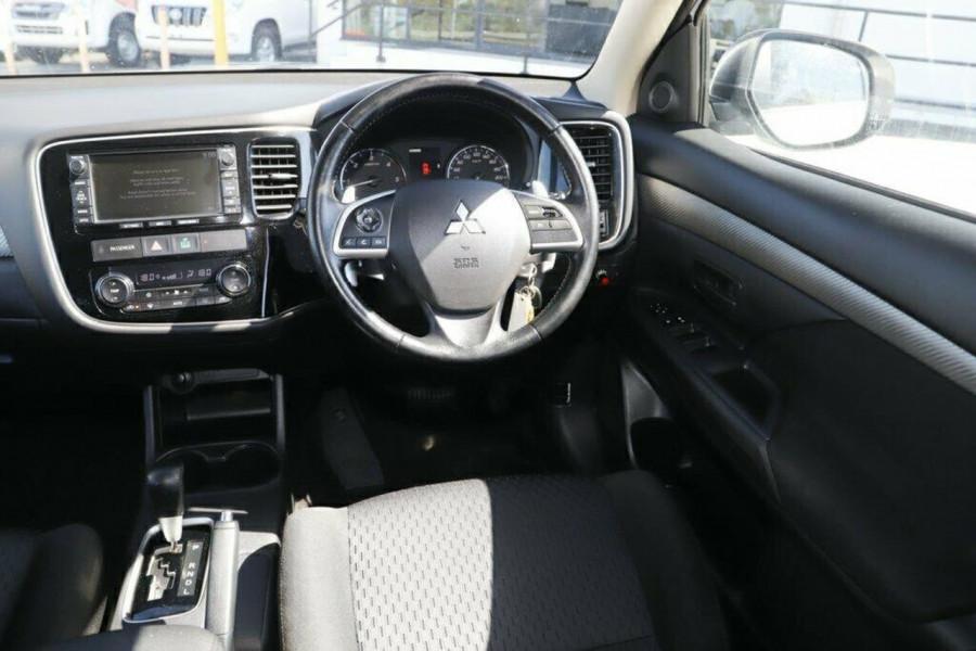 2013 MY14 Mitsubishi Outlander ZJ MY14 LS Suv Image 11