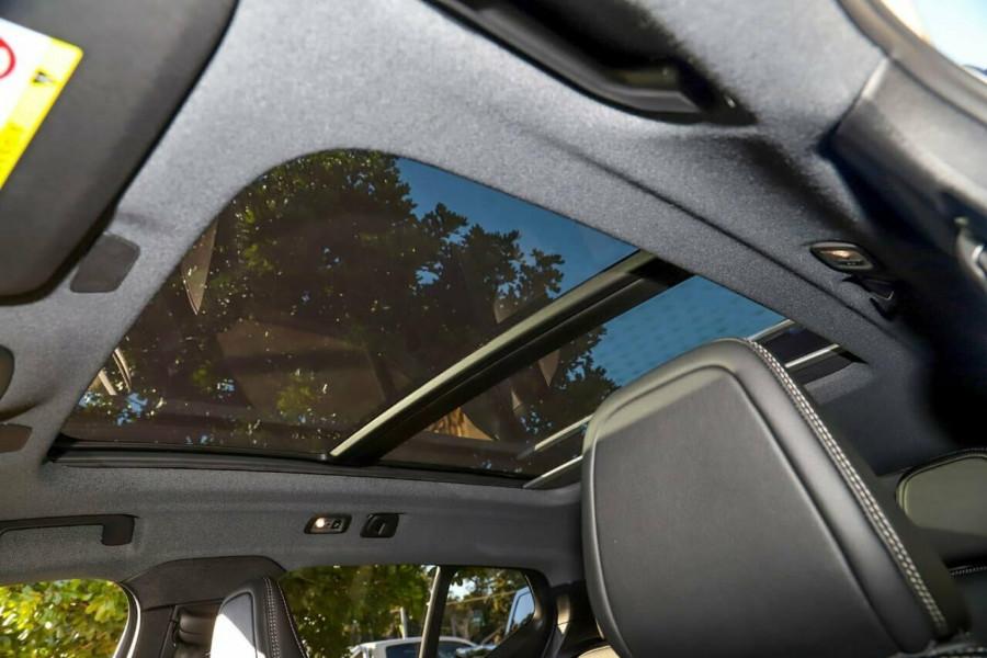2020 Volvo XC40 T5 R-Design Suv Mobile Image 13