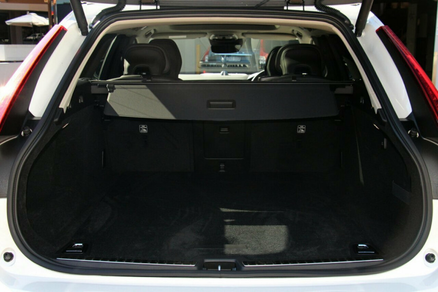 2019 Volvo V90 Cross Country D5 Wagon Mobile Image 19