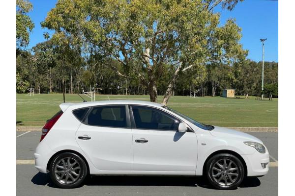 2012 MY11 Hyundai i30 FD MY11 Trophy Hatchback Image 2