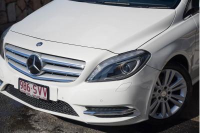 2013 Mercedes-Benz B-class W246 B200 BlueEFFICIENCY Hatchback Image 3