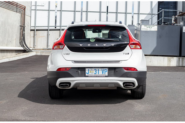 2017 Volvo V40 Cross Country (No Series) MY18 T5 Pro Hatchback Image 4
