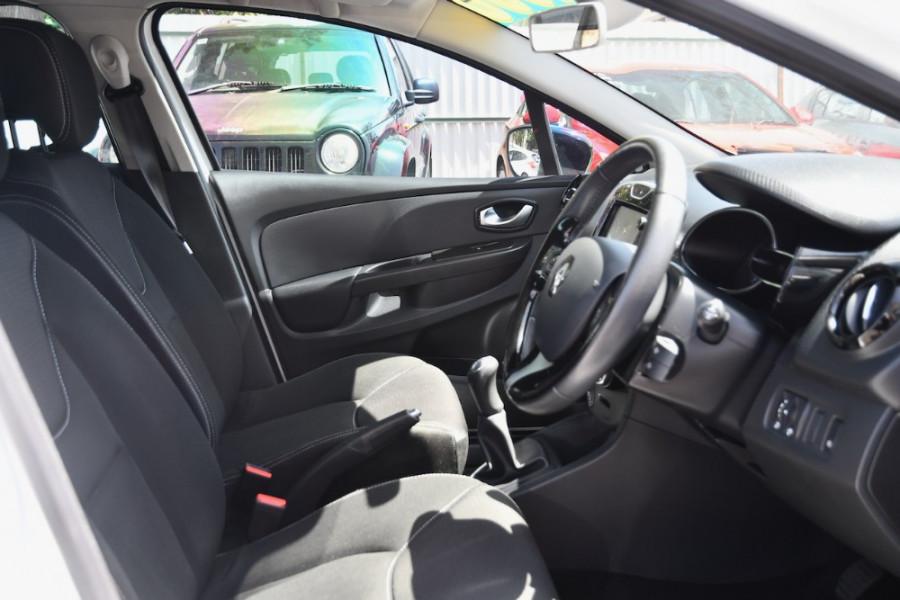 2015 Renault Clio IV B98 Expression Hatchback Image 10