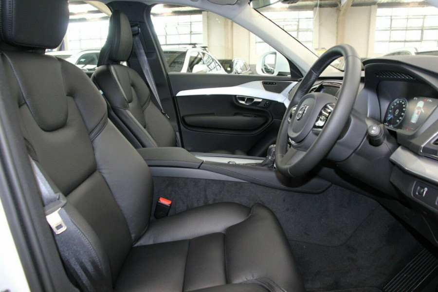 2019 Volvo XC90 L Series T6 Momentum Suv Image 8