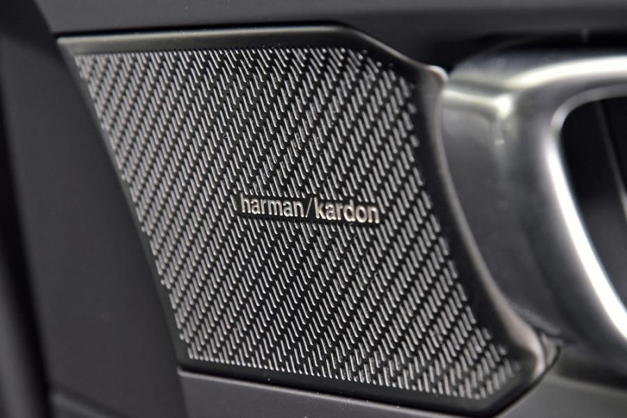 2020 Volvo XC40 XZ T5 R-Design Suv Mobile Image 15