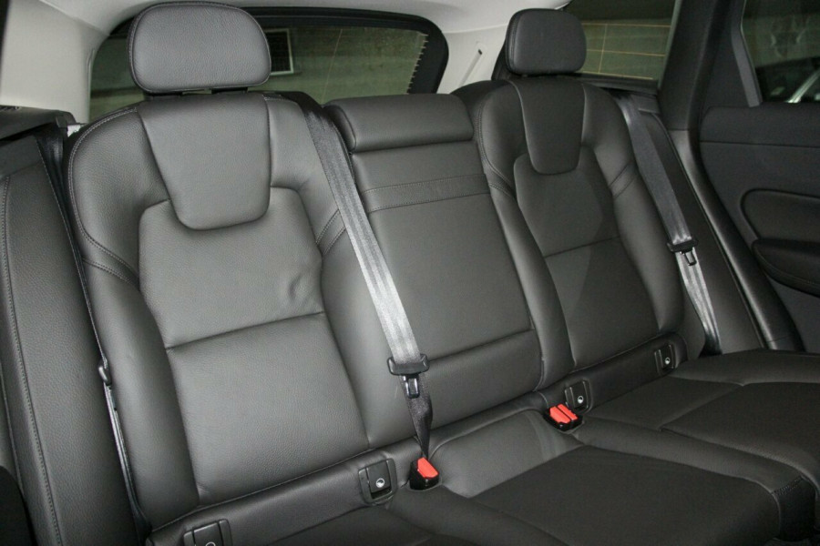 2019 MY20 Volvo XC60 UZ D4 Momentum Suv Mobile Image 9