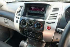 2012 Mitsubishi Challenger PB (KG) MY12 Wagon Mobile Image 12