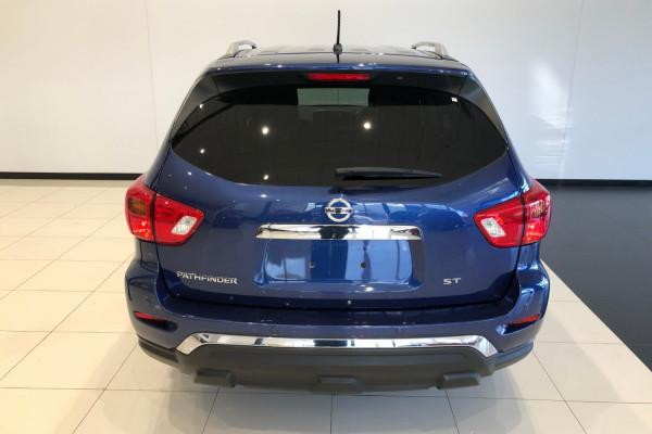 2017 Nissan Pathfinder R52 Series II ST Wagon 7 seat Image 5