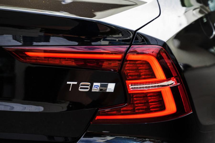 2020 Volvo S60 Z Series T8 R-Design Sedan Image 19