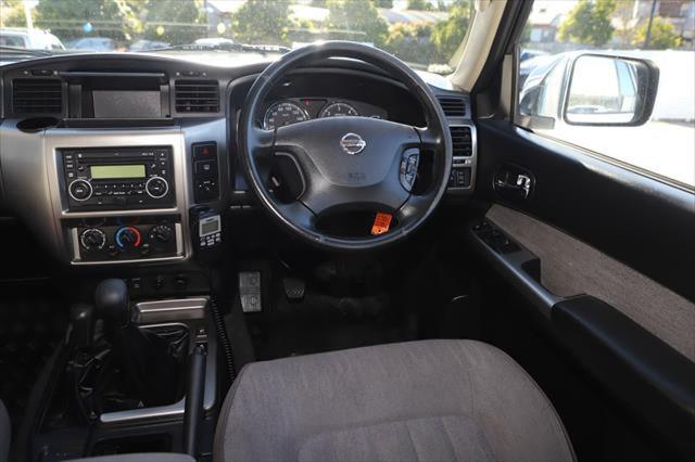 2015 Nissan Patrol Y61 ST N-TREK Suv Image 13