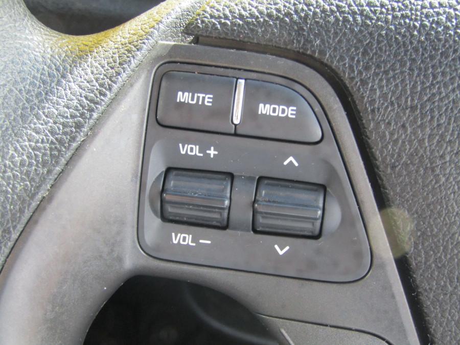 2018 Kia Cerato YD S Hatchback Image 23