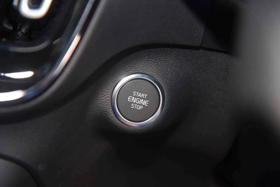 2019 [SOLD]    Mobile Image 19