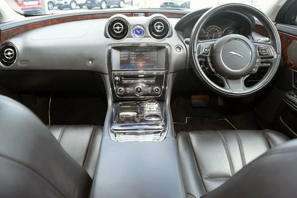 2011 Jaguar Xj X351 Premium Sedan Image 4