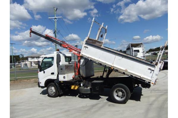2002 Hino trucks 300 Image 2
