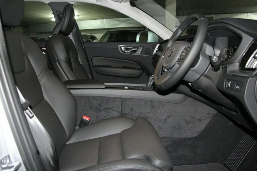 2019 MY20 Volvo XC60 UZ D4 Momentum Suv Mobile Image 8
