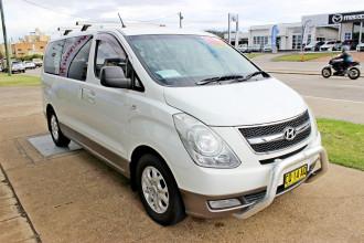 2009 Hyundai Imax TQ-W Wagon Image 4