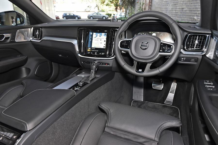 2020 Volvo V60 T5 R-Design T5 R-Design Wagon Mobile Image 8