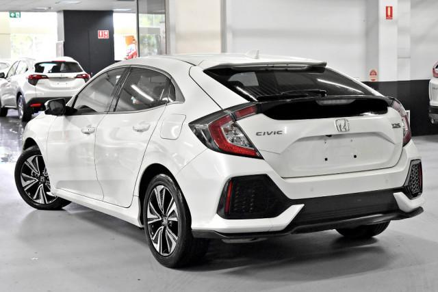 2018 Honda Civic 10th Gen  VTi-L Hatchback Image 2