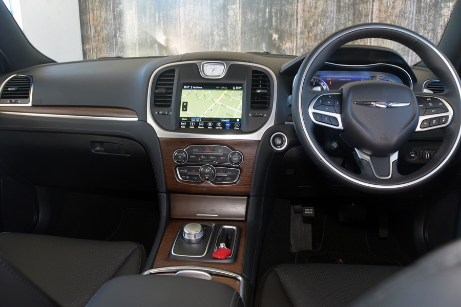 2019 Chrysler 300 C LUXURY 3.6L 8Spd Auto Sedan Mobile Image 9