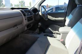 2008 Nissan Navara D40 ST-X Utility Image 5