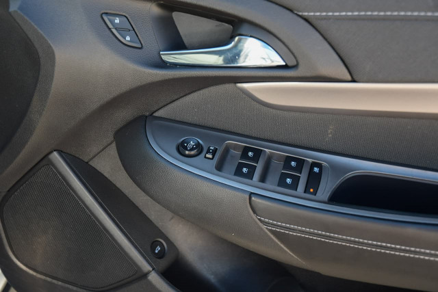 2017 Holden Commodore VF Series II MY17 Evoke Sedan Image 10