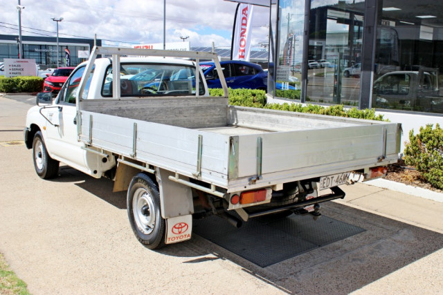2004 Toyota HiLux RZN149R  Cab chassis - single cab Image 5