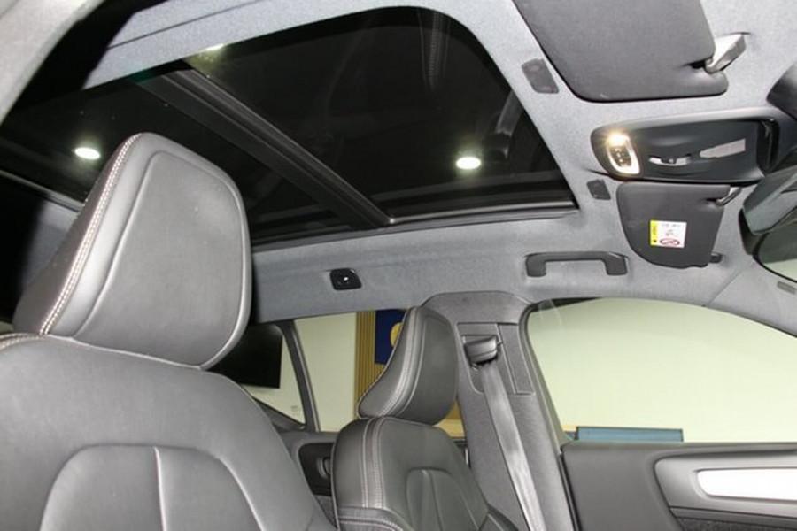 2018 MY19 Volvo XC40 XZ T4 Momentum Suv Mobile Image 15