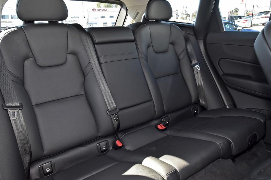 2019 Volvo XC60 UZ D4 Momentum Suv Mobile Image 10