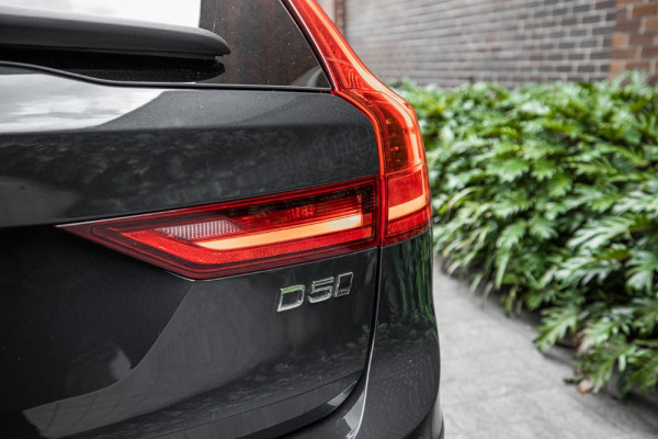 2020 Volvo V90 Cross Country P Series D5 Wagon Image 5
