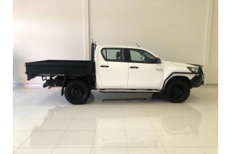 2018 Toyota HiLux GUN126R Turbo SR 4x4 dual cab Image 4