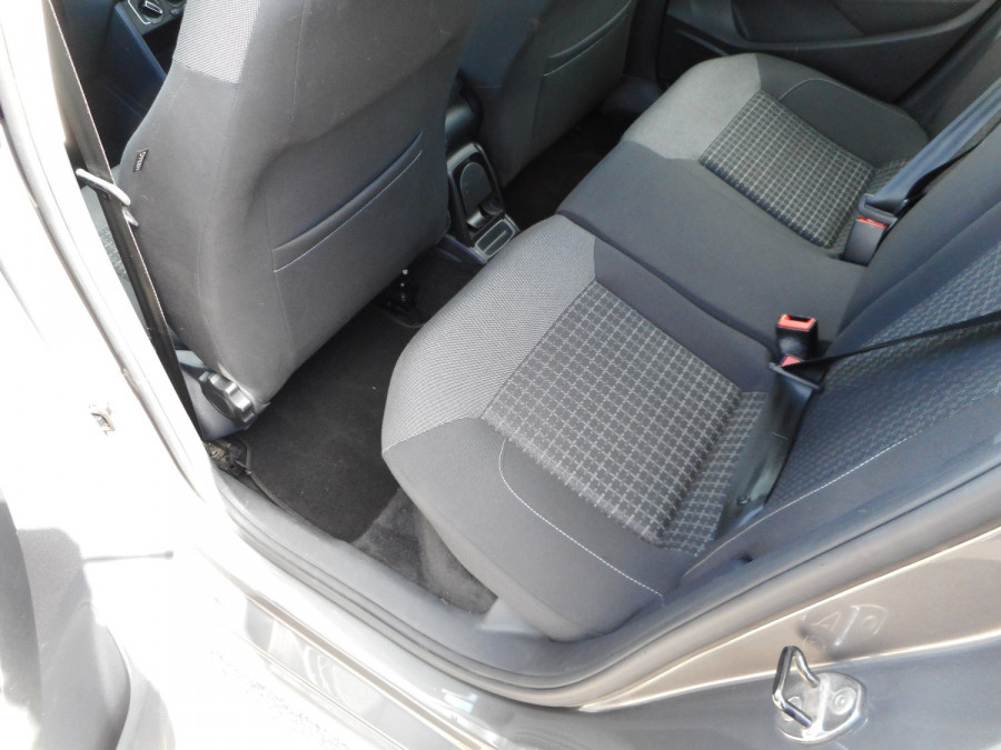 2015 Volkswagen Polo Hatchback Image 14