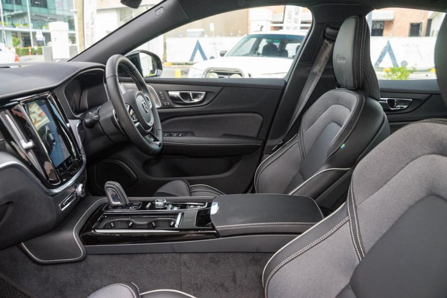 2020 Volvo S60 Z Series T8 R-Design Sedan Image 7