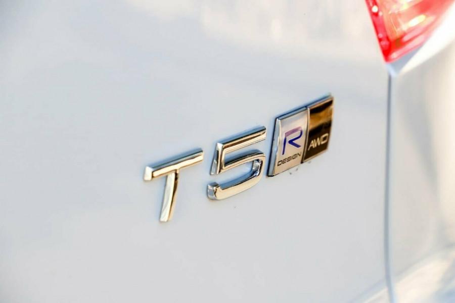 2020 Volvo XC40 T5 R-Design Suv Mobile Image 10