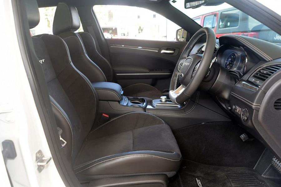 2018 MY19 Chrysler 300 SRT LX SRT Sedan Mobile Image 10