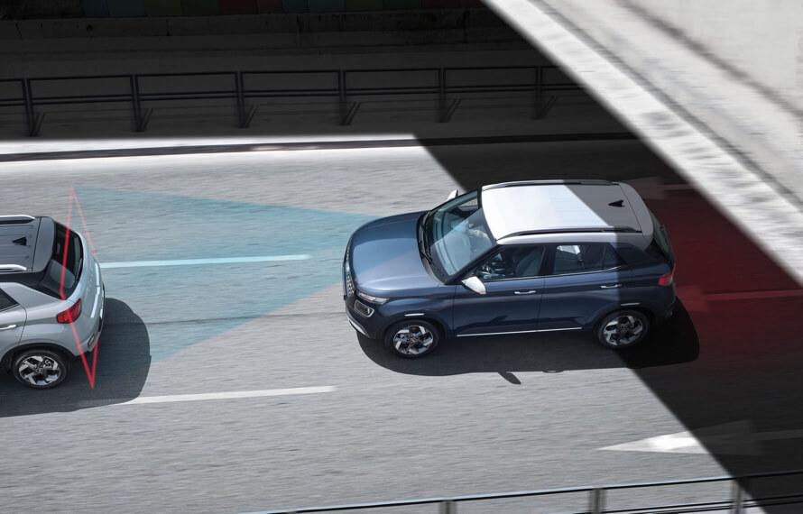 Venue Hyundai SmartSense<sup>TM</sup> safety as standard.