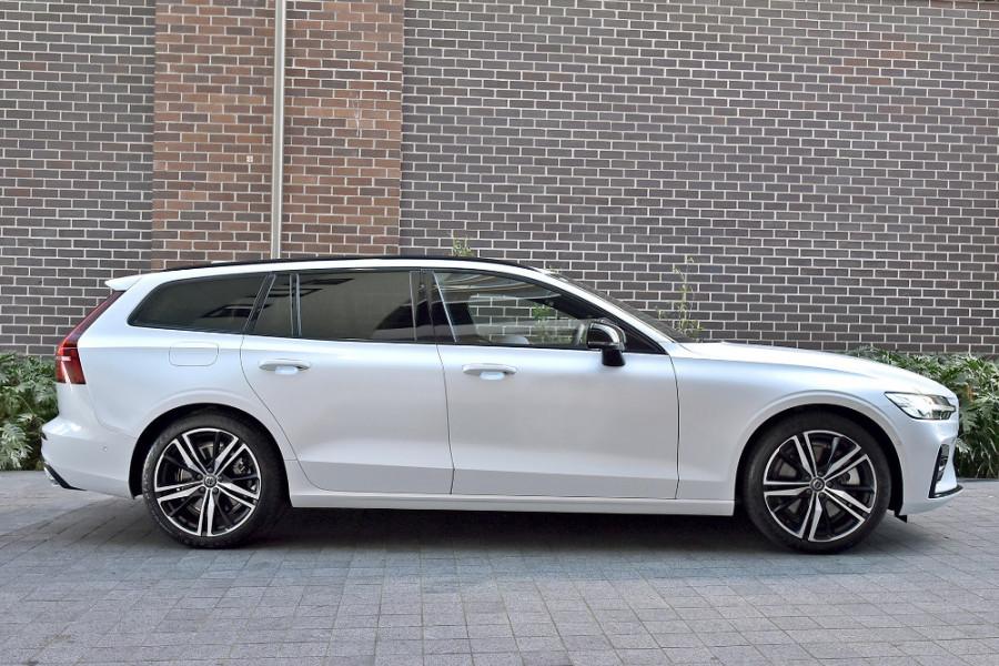 2020 Volvo V60 T5 R-Design T5 R-Design Wagon Mobile Image 4