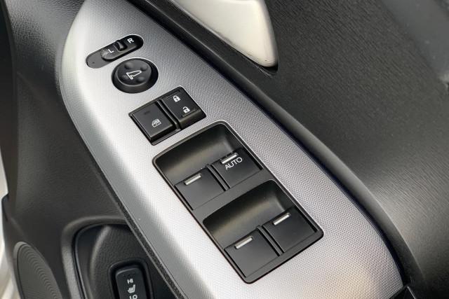 2011 Honda Odyssey Luxury 12 of 34