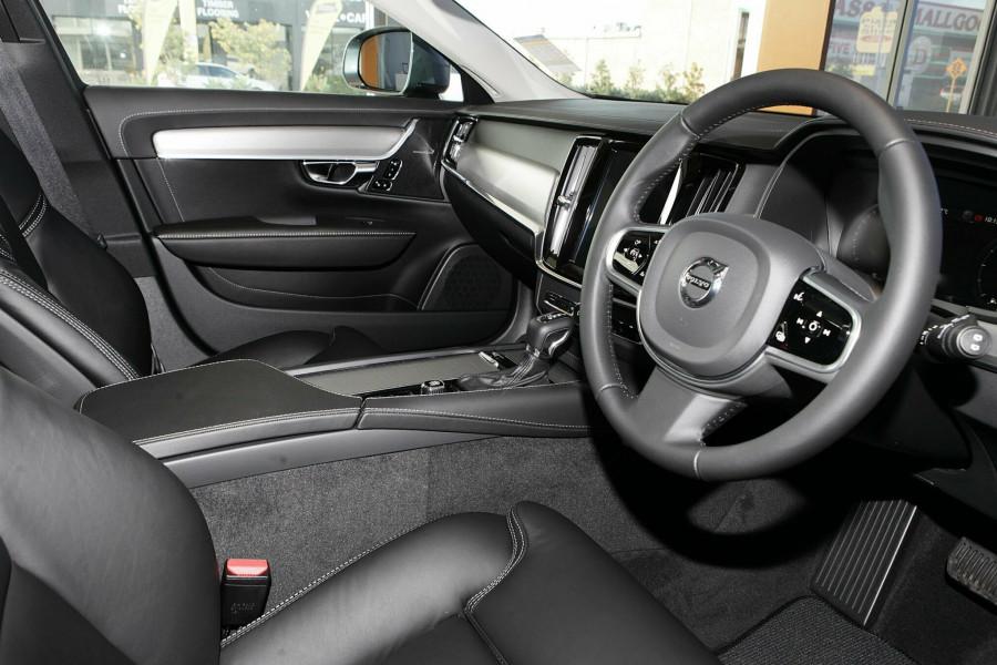 2019 Volvo V90 Cross Country D5 Wagon Mobile Image 5